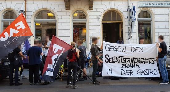 Kundgebung vor dem v-cake auf der Rothenburger Str.